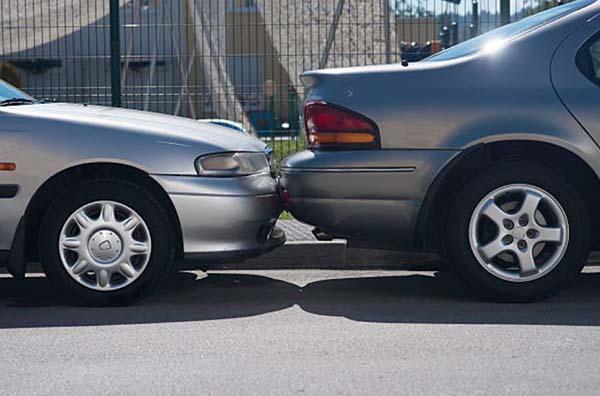 golpe coche aparcado 1